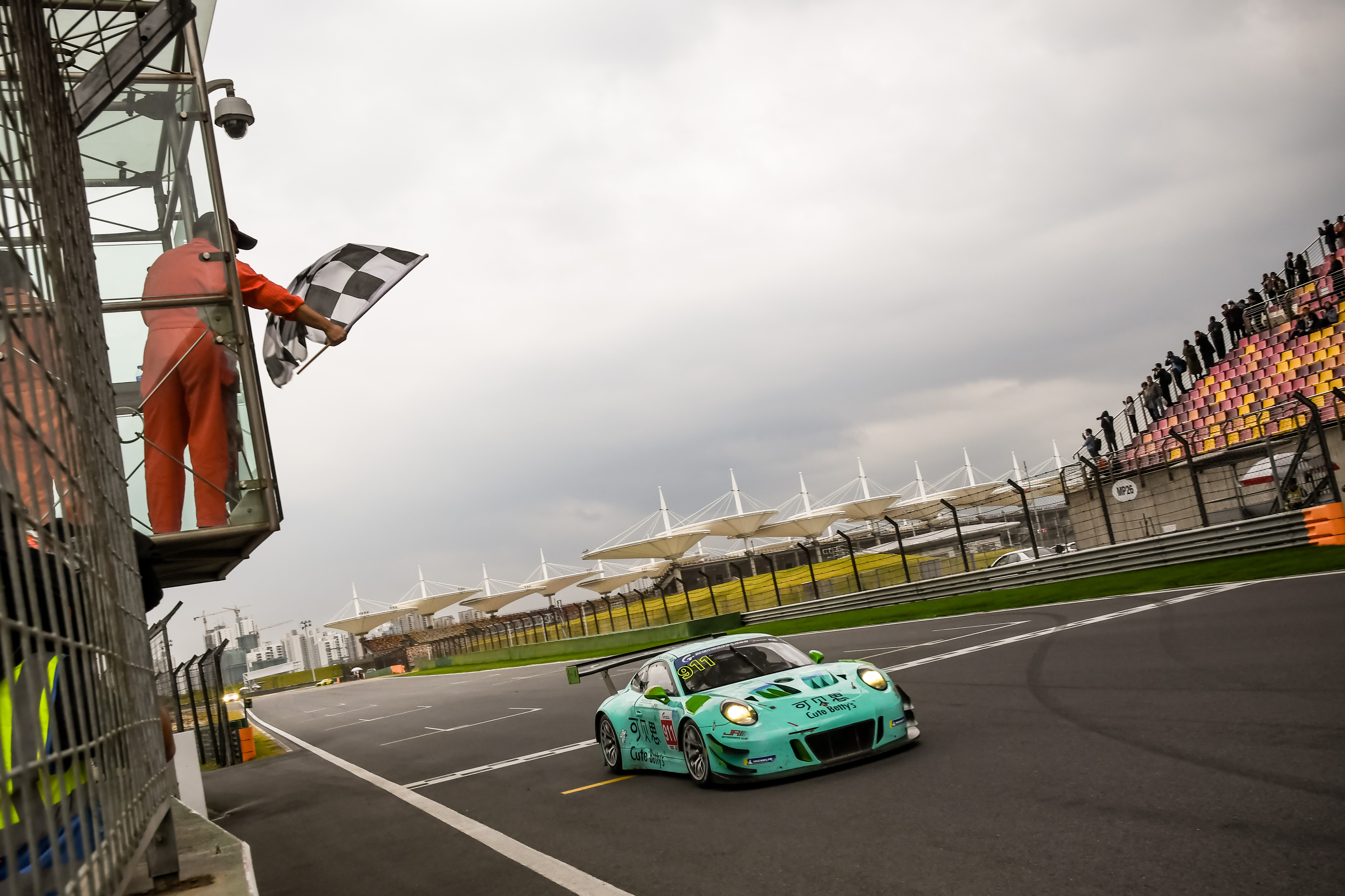 In the final round of the 2018 china gt championship from the shanghai international circuit team jrm and r racing scored three podiums between them
